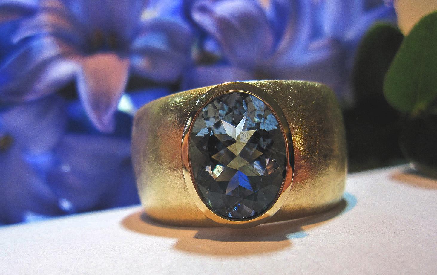 Ring Aquamarin facettiert 750 Gelbgold